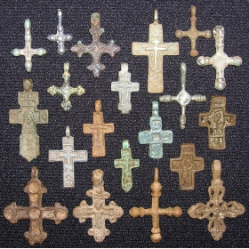 Разные нательные крестики Руси 11-18 веков