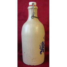 Редкая глиняная бутылка с проволочной крышкой